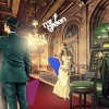 Maskot Mr Green muncul di lorong mewah dengan penyihir, mesin slot, dan peri